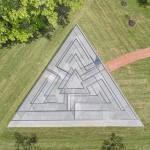 2-robert-morriss-glass-labyrinth