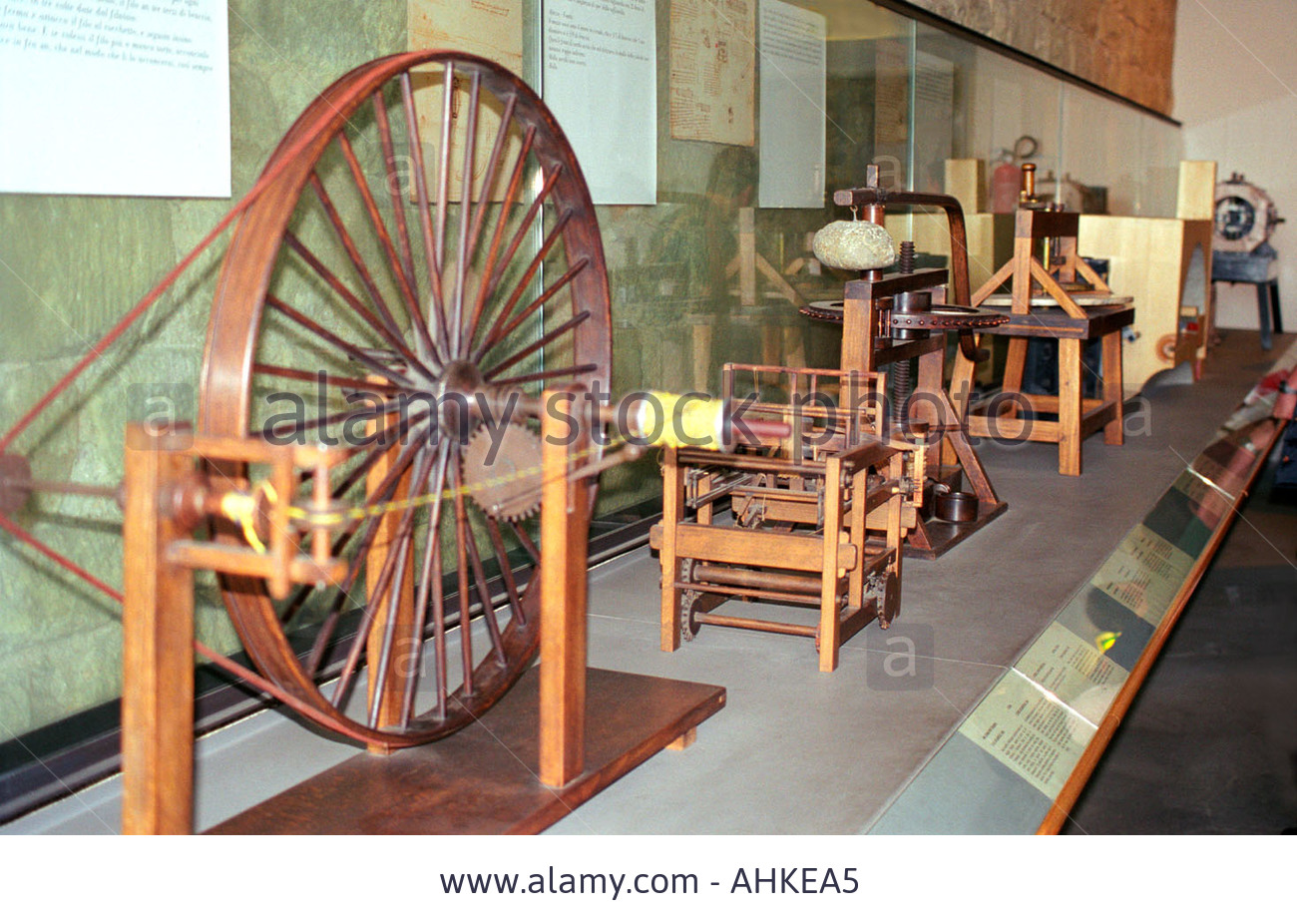 inventions-by-leonardo-da-vinci-at-the-museum-in-vinci-tuscany-italy-AHKEA5